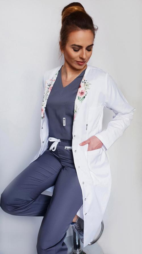 Fartuch lekarski damski, długi rękaw, taliowany z wyłożeniem wzór kwiaty zielone kolor biały EFIMED