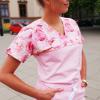 Bluza medyczna damska taliowana wzór wstawka kwitnące róże kolor różowy BAWEŁNA PREMIUM EFIMED