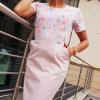Sukienka medyczna taliowana dwukolorowa wzór róże pastelowe kolor pudrowy róż BAWEŁNA PREMIUM EFIMED