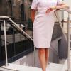 Sukienka medyczna taliowana wstawka wzór róże pastelowe kolor pudrowy róż BAWEŁNA PREMIUM EFIMED